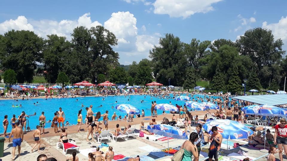 Почетак распуста – продужено радно време базена (ВИДЕО)