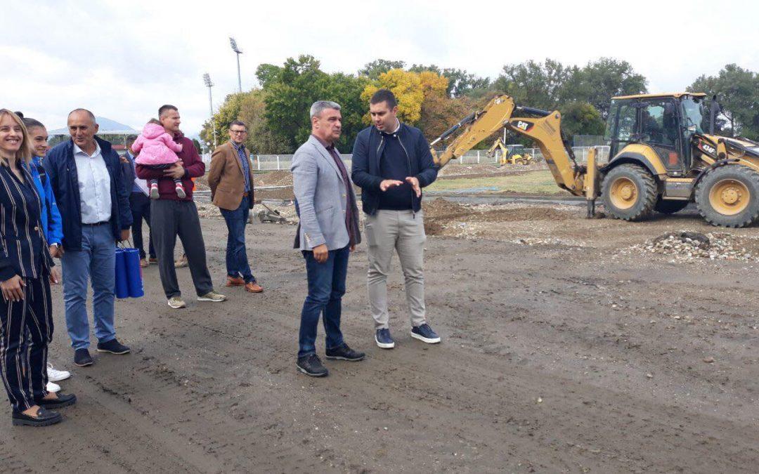 Градоначелник обишао радове на реконструкцији атлетског стадиона (ФОТО) (ВИДЕО)